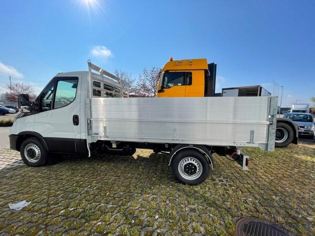 STUD177_1341651 vehicle image