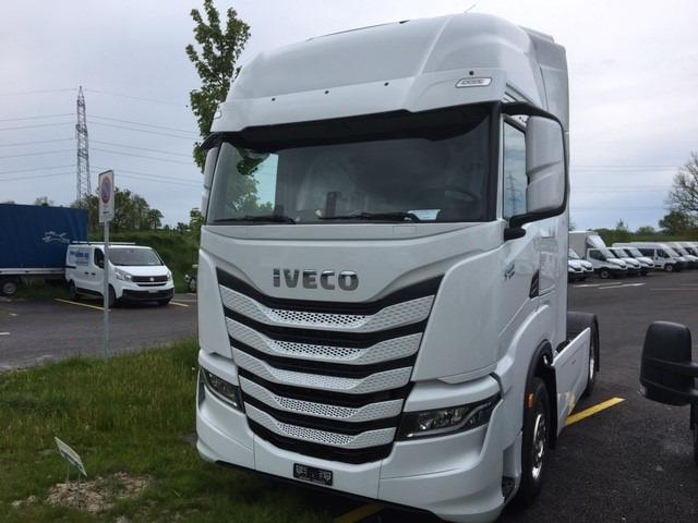 AAGR4245_1344183 vehicle image
