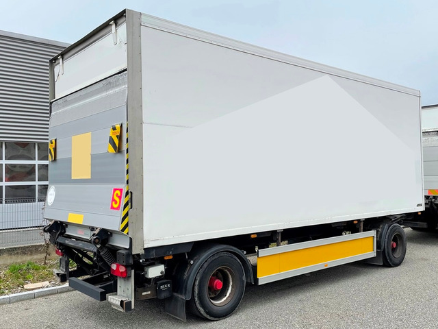 MAN126_1306996 vehicle image