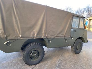 STUD177_1307095 vehicle image