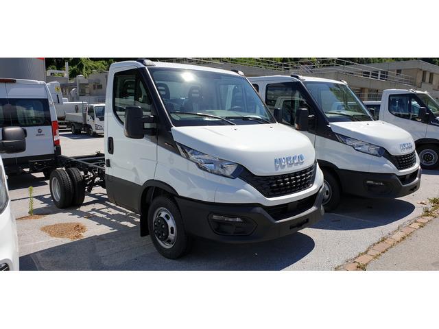 SEDU206_1366989 vehicle image