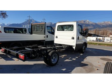 SEDU206_1253591 vehicle image