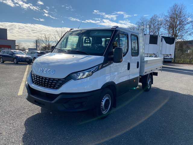 STUD177_1063738 vehicle image