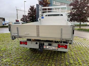 STUD177_1370224 vehicle image
