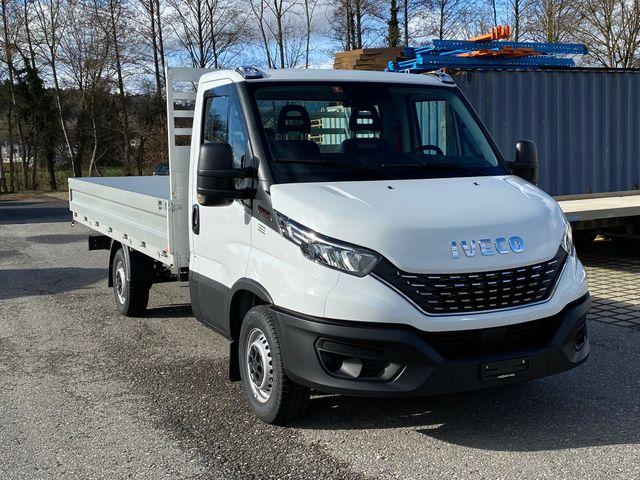 STUD177_1240904 vehicle image