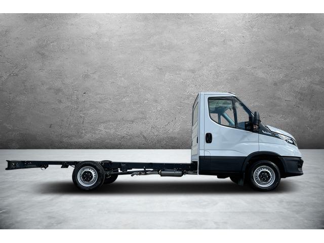 OSKA2753_1196616 vehicle image