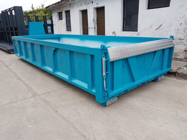 FAMA8117_1341579 vehicle image