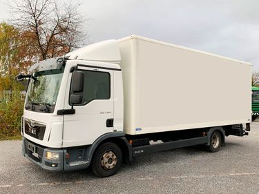 MAN126_1245410 vehicle image
